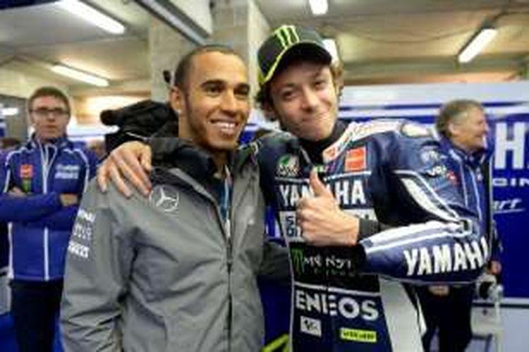 Lewis Hamilton dan Valentino Rossi