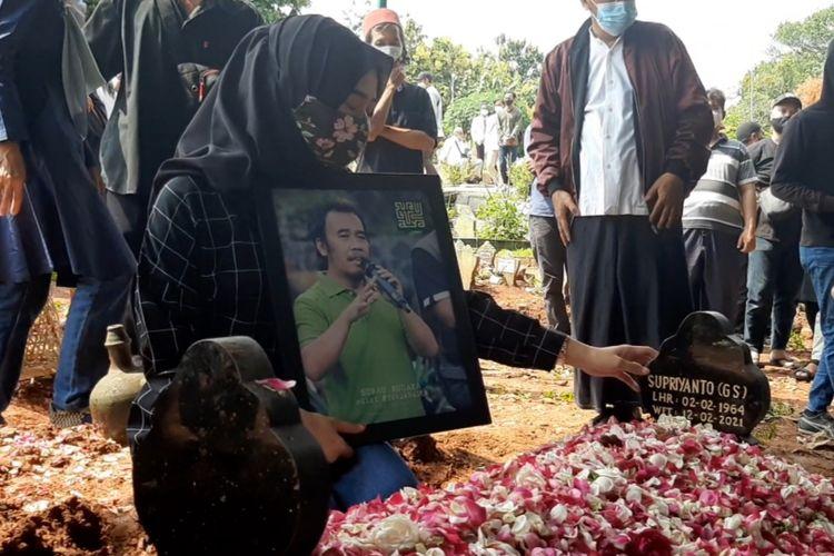 Makam Prie GS di TPU Kembang Arum Semarang, Jumat (12/2/2021)