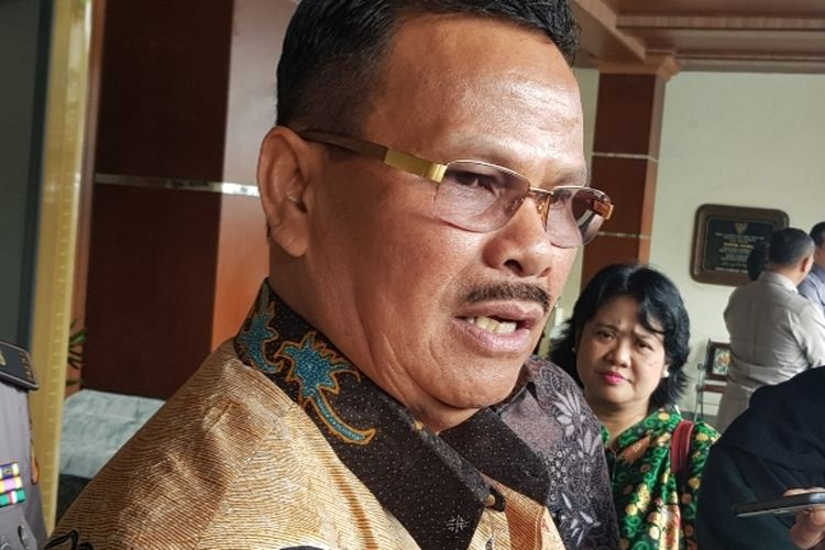 Anggota Kompolnas Yotje Mende usai bertemu Menko Polhukam Mahfud MD di Kantor Kemenko Polhukam, Medan Merdeka Barat, Jakarta Pusat, Senin (6/1/2020).