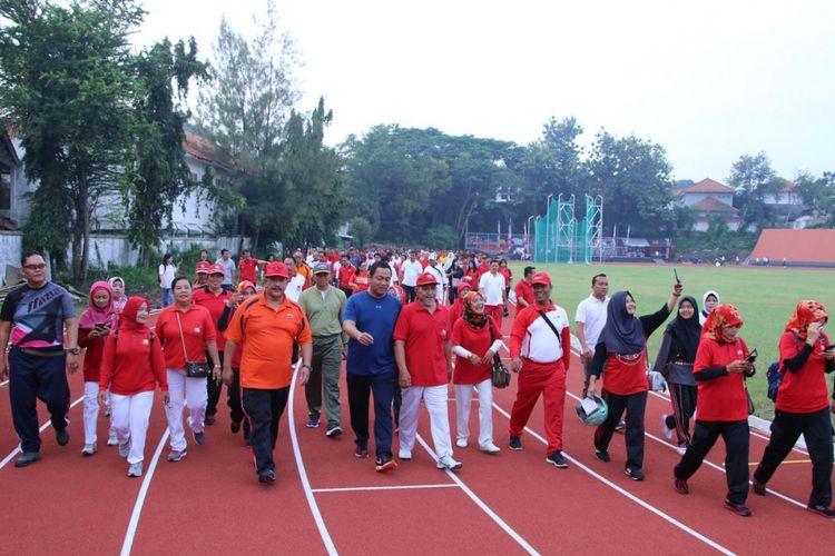 Wali Kota Semarang Hendrar Prihadi bersama warga Kota Semarang mencoba fasilitas Stadion Tri Lomba Juang (TLJ) pada Selasa (9/1/2018).