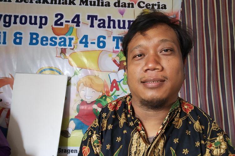 Joko Murtanto (39), penyandang disabilitas yang mendirikan PAUD untuk anak-anak tak mampu di Dusun Gunung Sono RT 020, Desa Gilirejo, Kecamatan Miri, Kabupaten Sragen, Jawa Tengah, Kamis (10/10/2019).