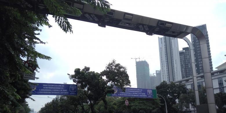 Gerbang Electronic Road Pricing (ERP) yang berada di kawasan Sudirman, Jakarta Pusat pada Kamis (7/4/2016).