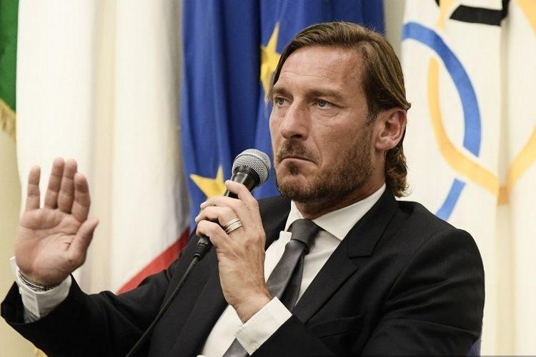 Francesco Totti gelar jumpa pers di Kantor Komite Olahraga Italia terkait putusannya meninggalkan AS Roma, 16 Juni 2019.
