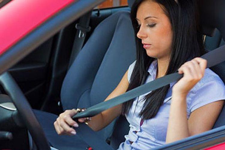 Bersihkan seat belt