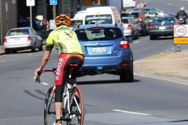Pesepeda di Australia meminta aturan wajib memakai helm saat mengendarai sepeda makin diperlunak. (Australia Plus)