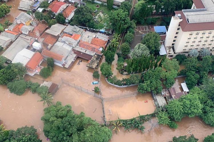 Tampilan banjir Jakarta dari helikopter yang mengangkut Kepala BNPB Doni Monardo dan Gubernur DKI Jakarta Anies Baswedan, saat mereka meninjau kondisi banjir terkini pada Rabu (1/1/2020).