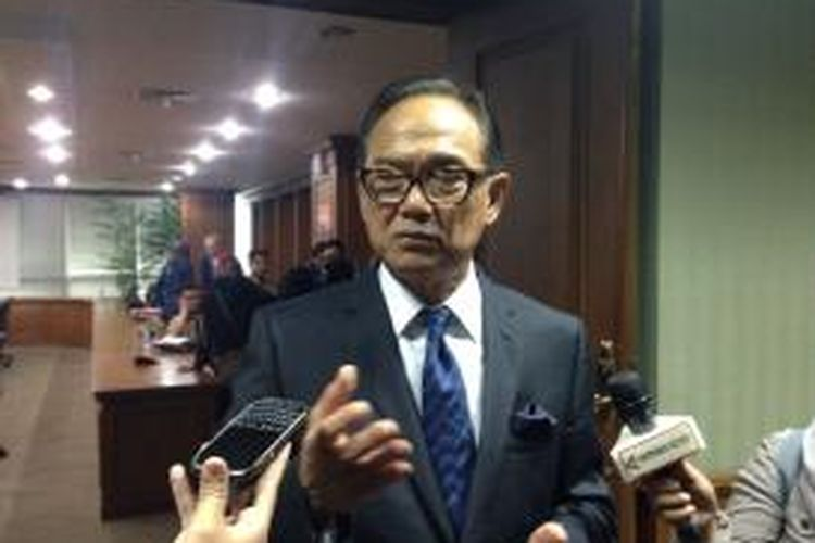Ketua Umum Kamar Dagang dan Industri (Kadin) Indonesia, Suryo Bambang Sulisto berdiskusi dengan media perihal perkiraan perekonomian Indonesia tahun 2015.