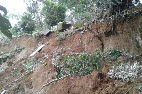 Longsor di Areal Kuburan Desa, Tengkorak dan Tulang Belulang Ikut Hanyut, Satu Makam Amblas
