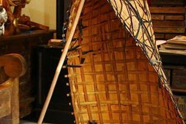 Bundengan, alat musik khas Wonosobo yang asalnya alat berteduh bagi penggembala bebek saat hujan.