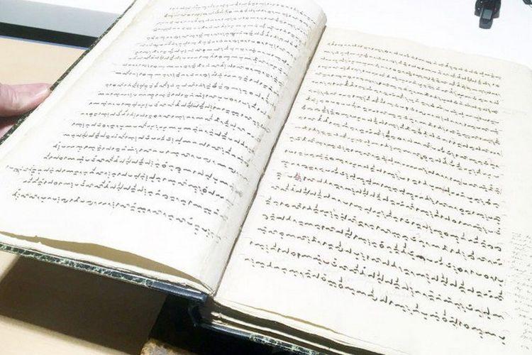 La Galigo manuskrip kuno Suku Bugis, koleksi berharga Leiden University?s Asian Library.