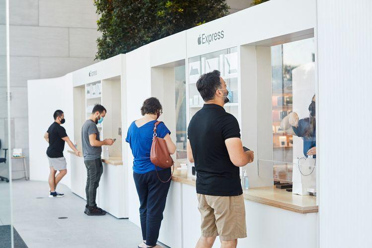 Protokol kesehatan telah diterapkan dibeberapa gerai Apple, termasuk pada gerai Apple Highland Village yang berlokasi di Houston, AS