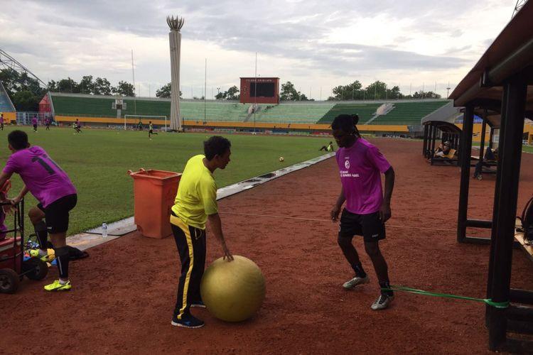 Bio Paulin saat latihan terpisah di Stadion Gelora Sriwijaya Jakabaring, Selasa (4/7/2017) sore.
