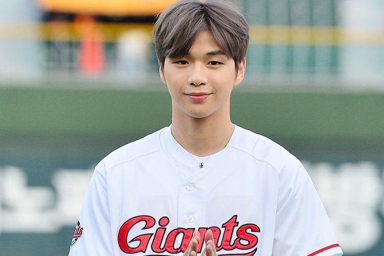 Mantan member Wanna One, Kang Daniel.