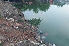 Sampah Plastik Penuhi Bantaran Situ Rawabadung di Cakung