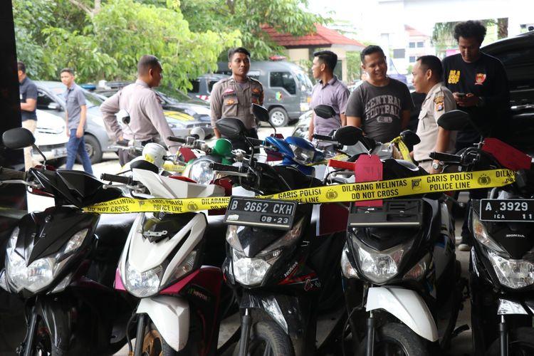 Barang bukti motor yang dicuri kedua pelaku di Mapolres Kota Tangerang, Selasa (11/2/2020)