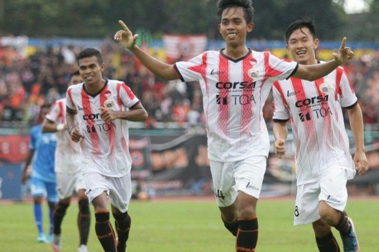 Selebrasi gelandang muda Persija, M Rasul, pada laga kontra PSCS Cilacap dalam Cilacap Cup 2017 di Stadion Wijayakusuma, Cilacap, Jawa Tengah, Sabtu (25/3/2017) sore WIB