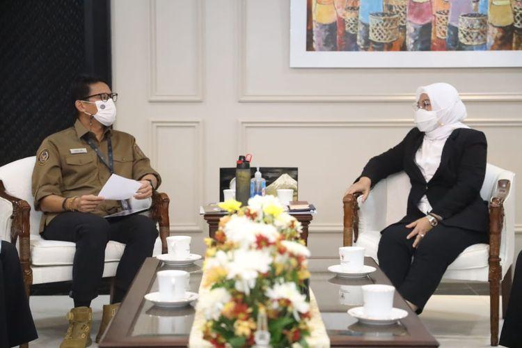 Menteri Ketenagakerjaan Ida Fauziyah menerima kunjungan Menparekraf Sandiaga Salahuddin Uno di Kantor Kemenaker, Jakarta, Rabu (24/2/2021).