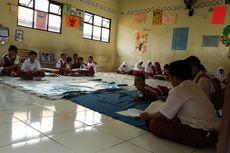 Murid SDN Jatimulya 09 Bekasi Belajar Lesehan, Orangtua Sumbang Meja dan Karpet