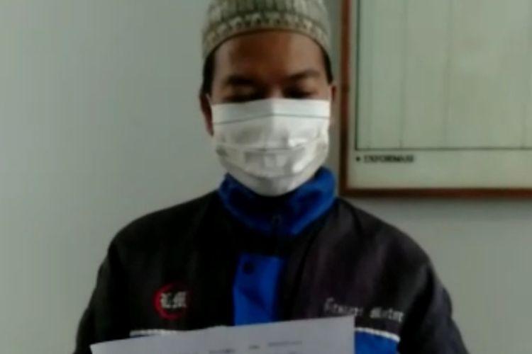 Tangkapan layar video permintaan maaf takmir masjid Desa Klapagading Kulon, Kecamatan Wangon, Kabupaten Banyumas, Jawa Tengah.