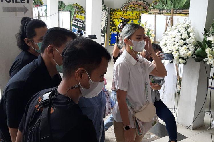 Joanna Alexandra tiba di Rumah Duka RSPAD Gatot Subroto, Jumat (7/5/2021)