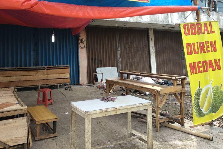 Kondisi lapak jualan durian yang menjadi tempat penganiayaan dua anggota TNI, di Jatiasih, Bekasi, Jumat (23/3/2018)