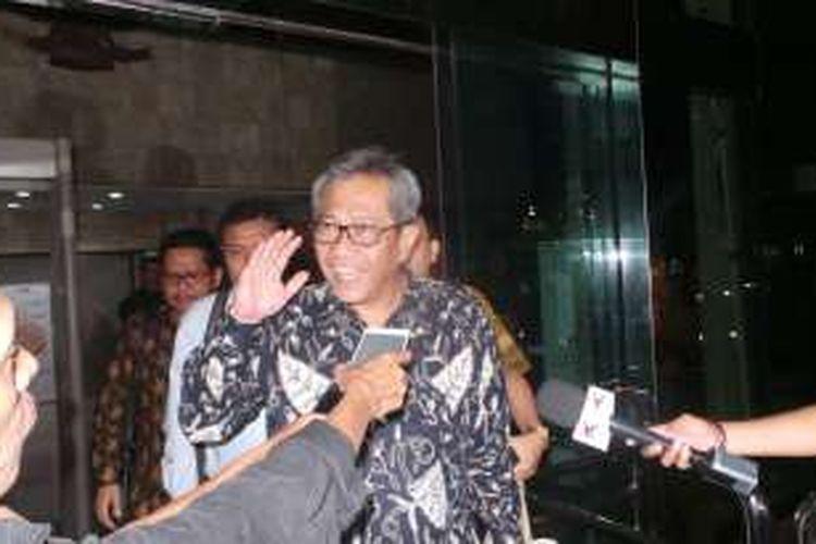 Dirut Bulog Djarot Kusumayakti usai diperiksa Komisi Pemrberantasan Korupsi, Rabu (12/10/2016).