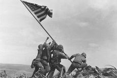Hari Ini dalam Sejarah: Foto Ikonik Pengibaran Bendera AS di Iwo Jima Jepang