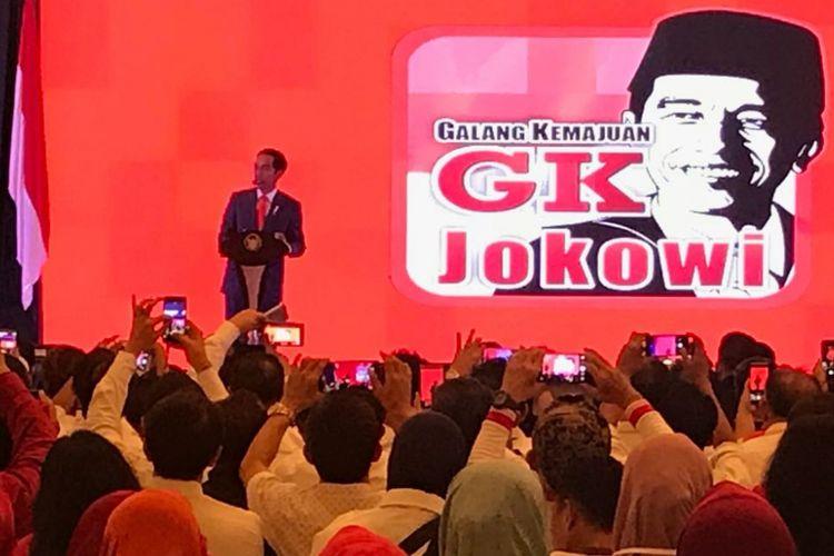 Presiden Joko Widodo saat berpidato di depan seribuan relawan di Bogor, Jawa Barat, Sabtu (7/4/2018).