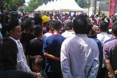 Warga Berebut Rp 50.000 dan Nasi Kotak dari Wapres Kalla, 3 Orang Pingsan