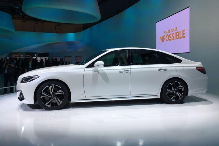Sekilas tampilan Toyota Crown Concept mirip dengan gaya Mercedes-Benz