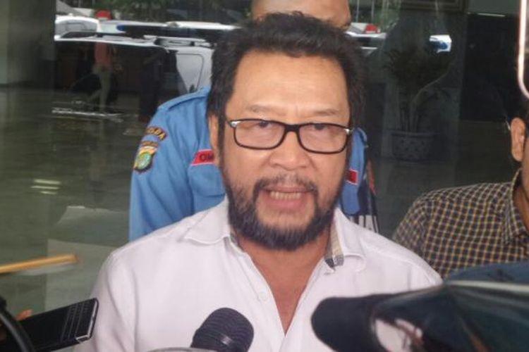 Koordinator Bidang Politik, Hukum dan Keamanan Partai Golkar, Yorrys Raweyai di Kompleks Parlemen, Senayan, Jakarta, Senin (6/3/2017).