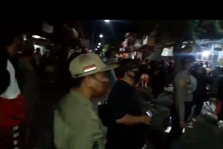 Polisi membubarkan perayaan ulang tahun ke-25 Superman Is Dead (SID) di Twice Bar, Kuta, Badung, Bali, Selasa (18/8/2020) malam.