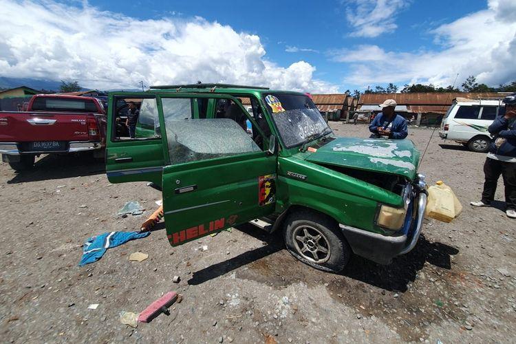 Mobil yang digunakan 5 orang KKB yang sebelumnya terlibat baku tembak di  Pasar Ajibana, Distrik Wamena, Kabupaten Jayawijaya, Papua, Jumat (23/08/2019)