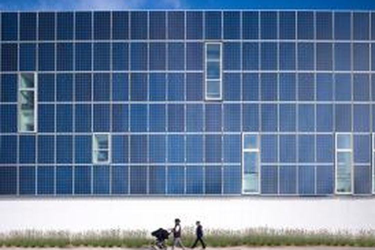 Uniknya, panel surya yang ada di sekolah ini tidak hanya sekedar menjadi