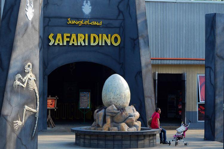 JungleLand Theme Park Sentul memperkenalkan tiga wahana baru, salah satunya wahana Safari Dino.