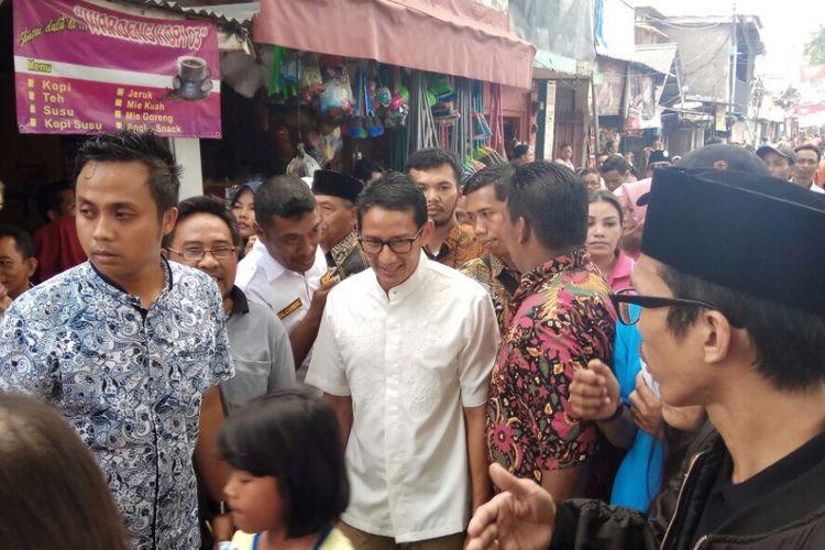 Wakil Gubernur terpilih DKI Jakarta Sandiaga Uno saat mengunjungi warga di Johar Baru, Jakarta Pusat, Selasa (19/9/2017).