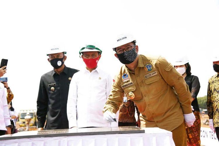 Gubernur Jabar Ridwan Kamil saat menghadiri groundbreaking pembangunan pabrik PT Meiloon Technology Indonesia di Taifa Industrial Estate, Pagaden, Kab. Subang, Selasa (21/7/2020).