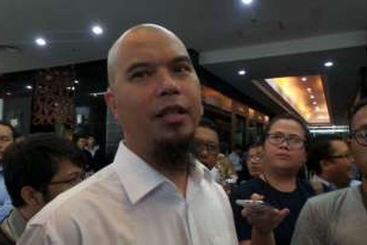 Ahmad Dhani datang ke Kantor Pusat Direktorat Jenderal Pajak, Kemeterian Keuangan, Jalan Gatot Subroto, Jakarta Selatan, pada Rabu  (9/11/2016).