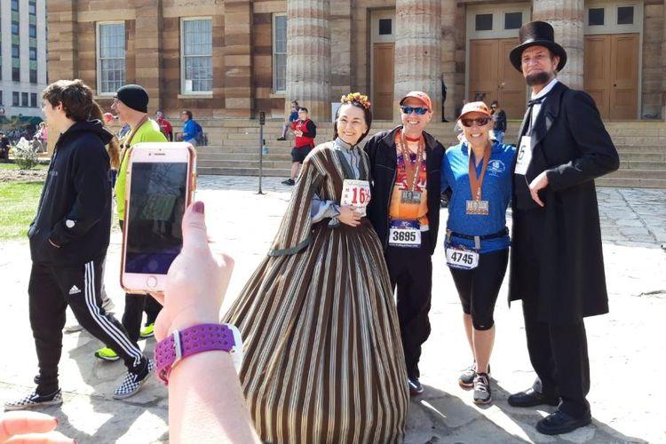 Selain sebagai lomba lari semata, Lincoln Presidential Half Marathon yang diselenggarakan di Springfield, Illinois, Amerika Serikat, Sabtu (6/4/2019), juga diadakan untuk mengenang sejarah Presiden ke-16 Amerika Serikat itu.