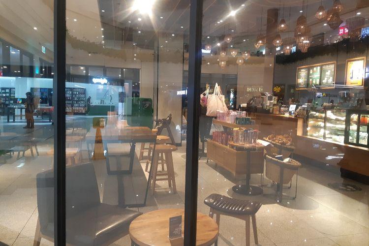 Suasana Starbucks Sunter Mall di Tanjung Priok, Jakarta Utara, Kamis (2/7/2020) malam