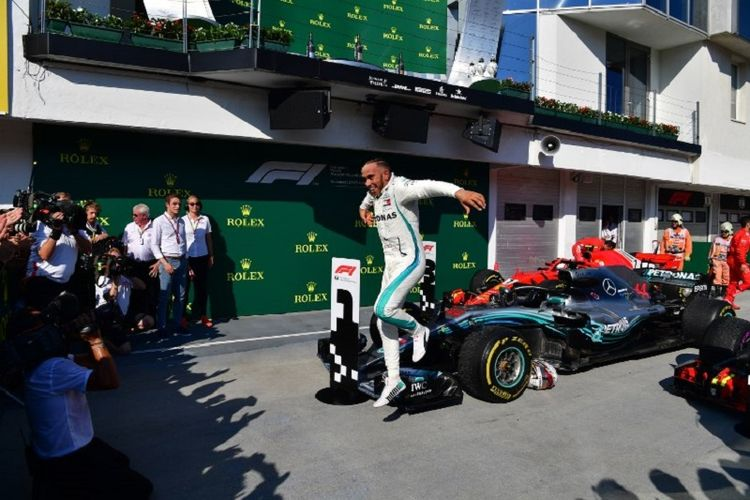 Lewis Hamilton memenangi balapan GP Hungaria di Hungaroring, 29 Juli 2018.