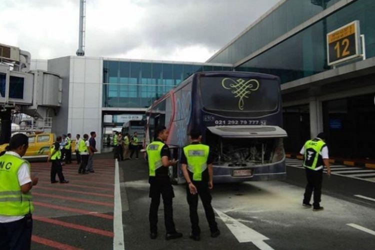 Bus di Bandara I Gusti Ngurah Rai yang Terbakar