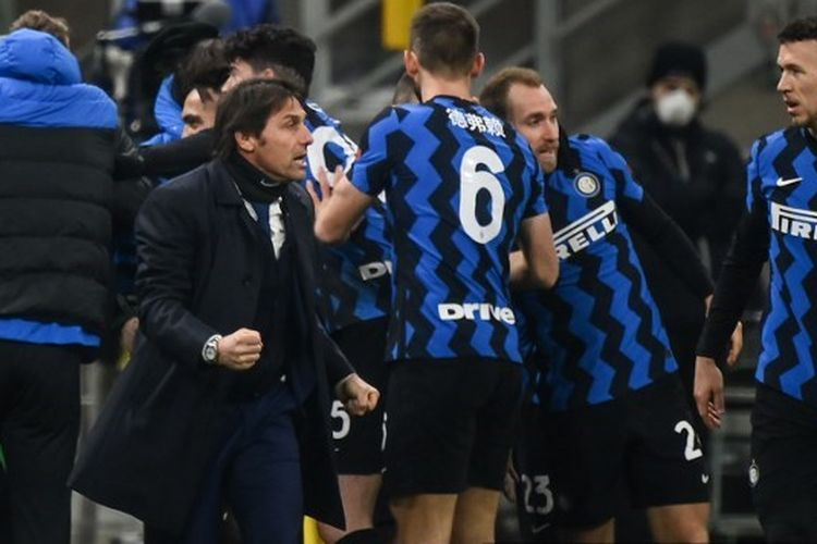 Pelatih Inter Milan, Antonio Conte, bereaksi setelah timnya mencetak gol ketiga ke gawang Lazio pada laga lanjutan pekan ke-22 Liga Italia di Stadion San Siro, Senin (15/2/2021) dini hari WIB.