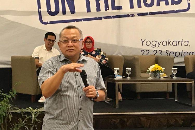 Kepala Pusat Studi Ekonomi dan Kebijakan Publik Universitas Gadjah Mada (UGM) Tony Prasetiantono dalam acara Kafe BCA On The Road di Yogyakarta, Sabtu (22/9/2018) malam.