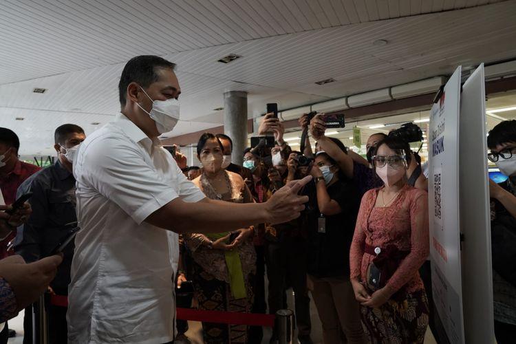 Menteri Perdagangan Muhammad Lutfi saat meninjau penerapan aplikasi PeduliLindungi di mal Bali, Sabtu (25/9/2021).