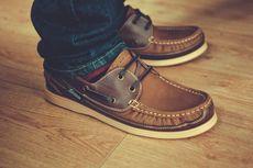 Jangan Dilakukan, Ini Bahaya Memakai Sepatu di Dalam Rumah