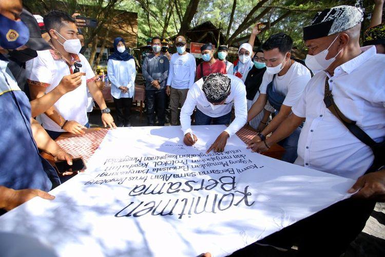 Bupati Banyuwangi Ipuk Fiestiandani membuka wisata di saat pandemi, Jumat (10/9/2021)