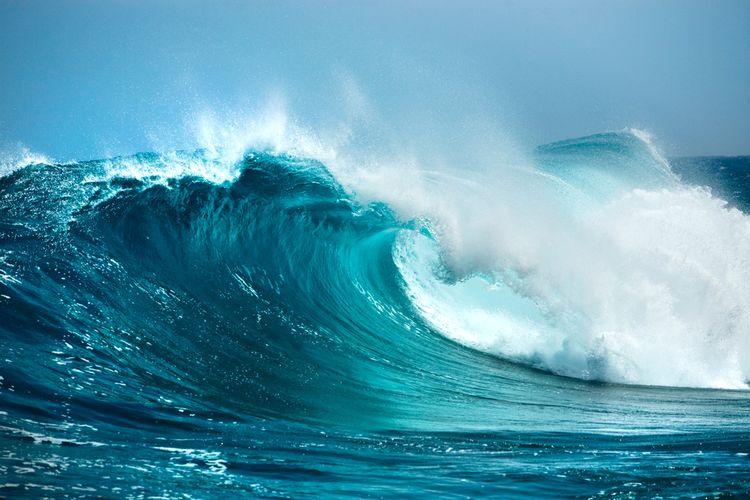 Ilustrasi gelombang tinggi, siklon tropis.