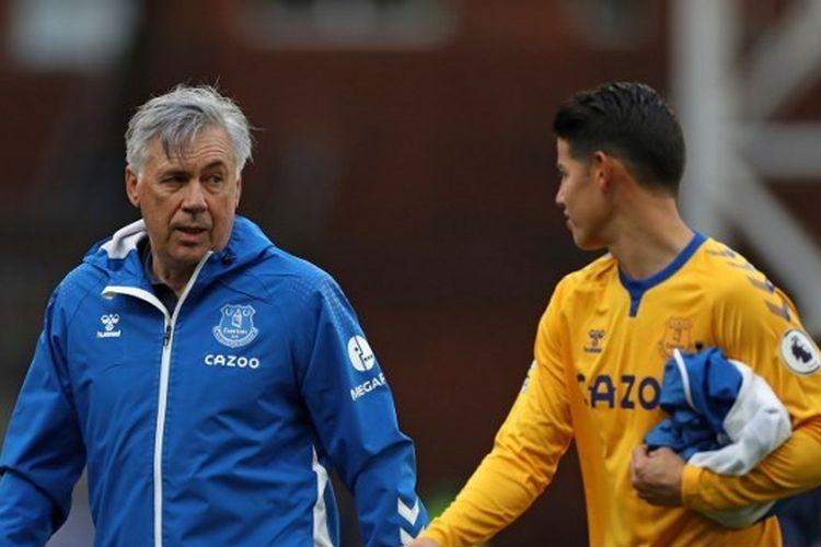 Pelatih Everton, Carlo Ancelotti bersama pemainnya, James Rodriguez.