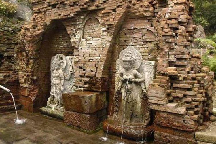 Candi Belahan, salah satu situs di Gunung Penanggungan.